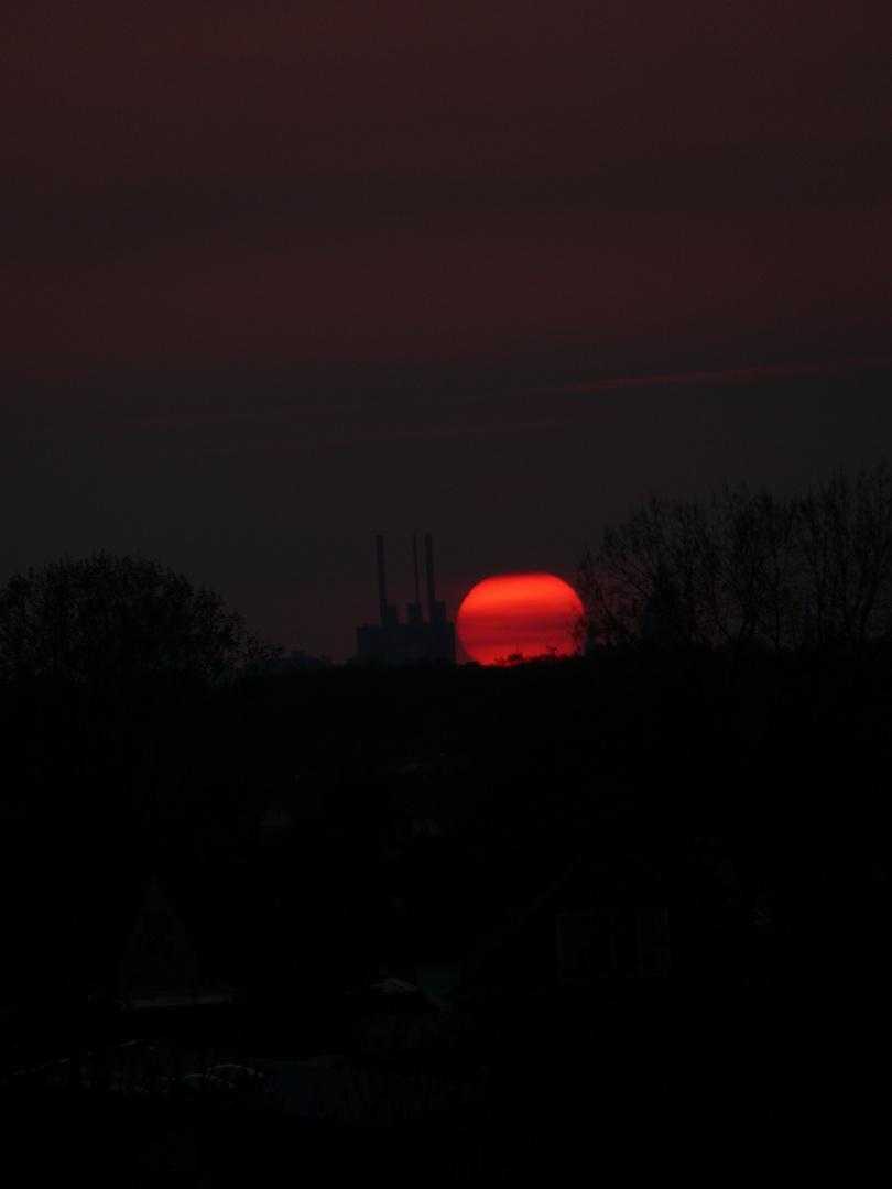 Sonnenuntergang über dem Lindener Heizkraftwerk