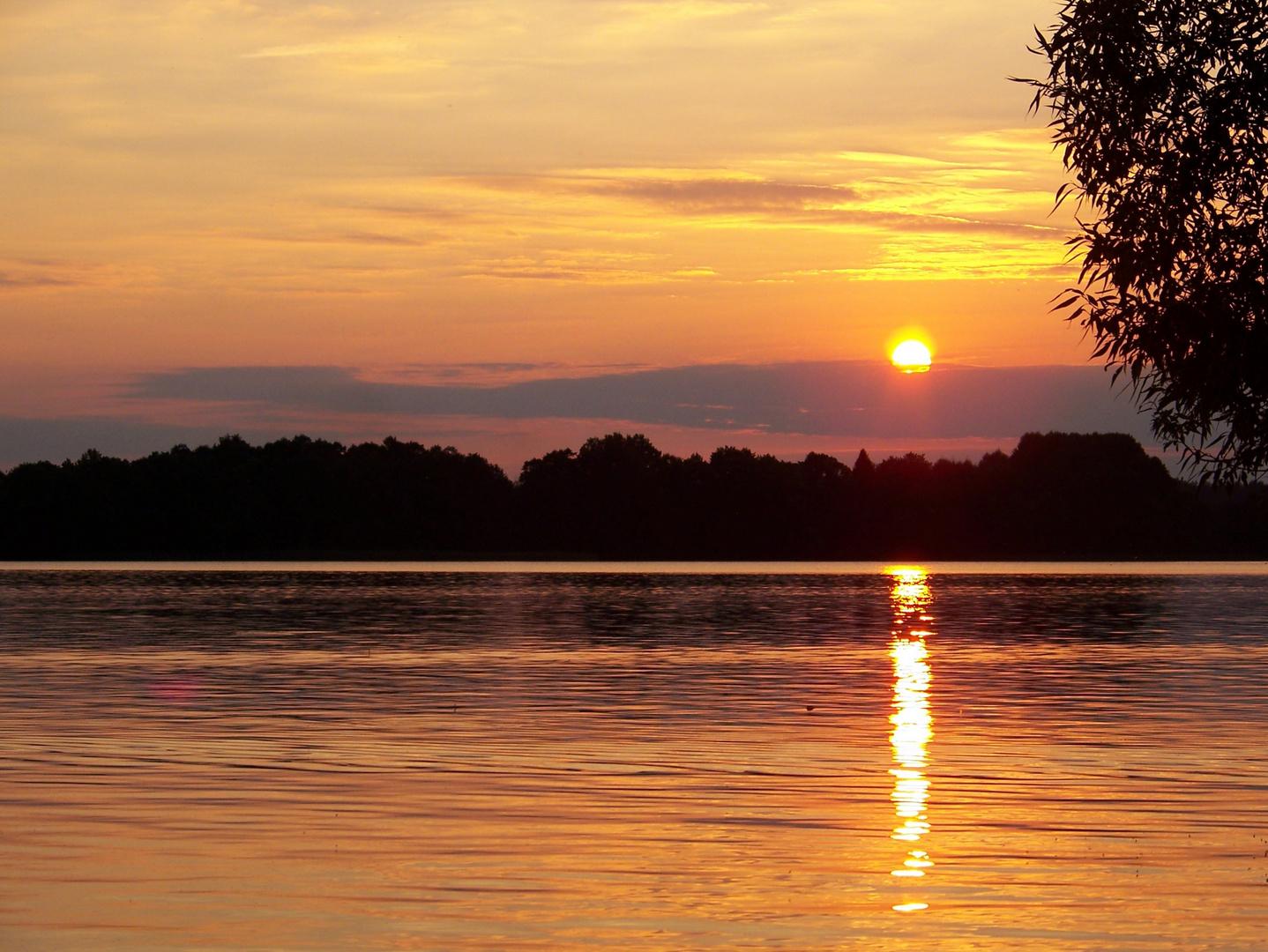 Sonnenuntergang über dem See Narie