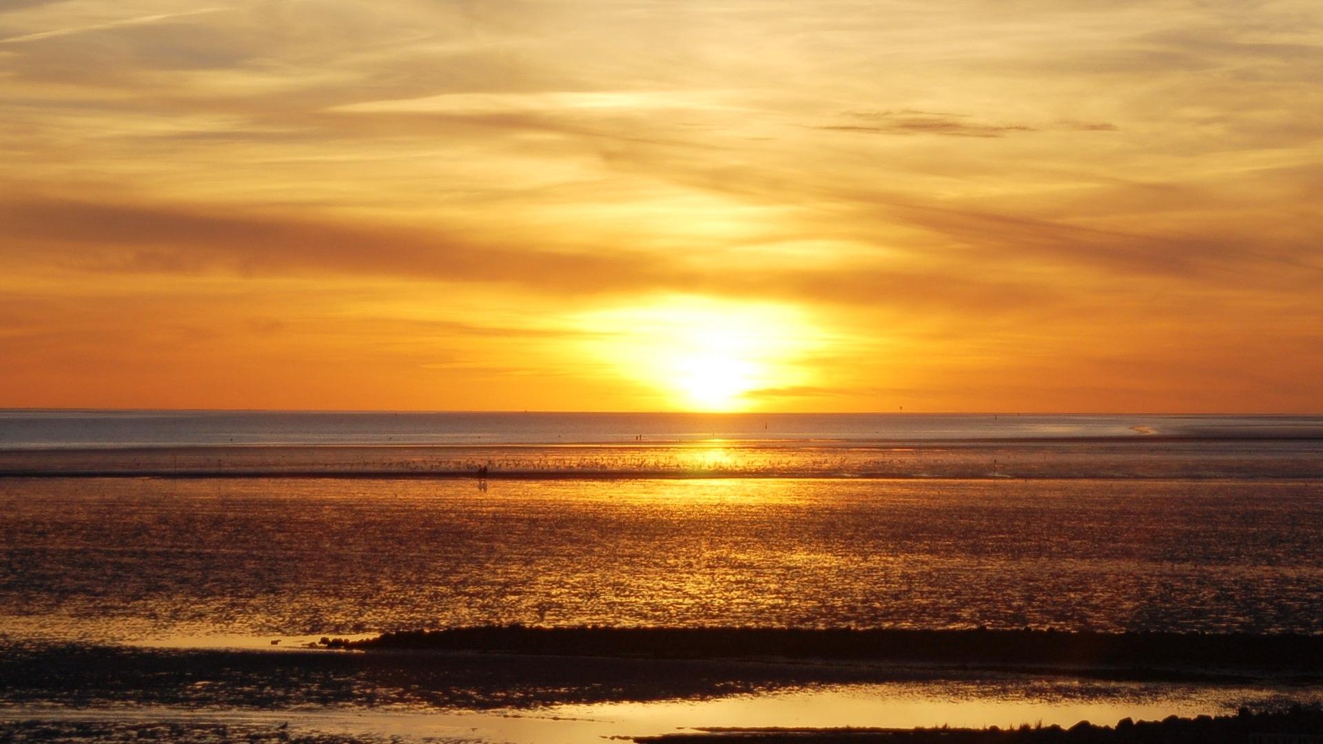 Sonnenuntergang über dem Watt vor Büsum