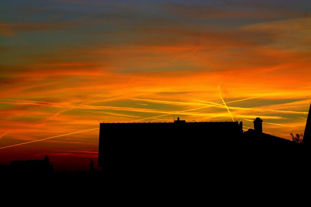 Sonnenuntergang über den Dächern.