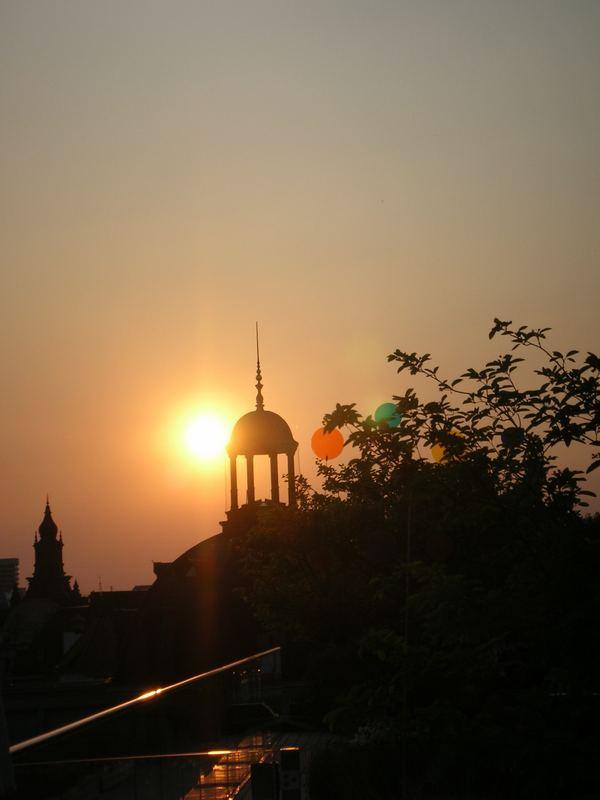 Sonnenuntergang über den Dächern von München