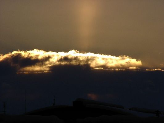 Sonnenuntergang über den Dächern von Nürnberg an einem sehr kalten Tag