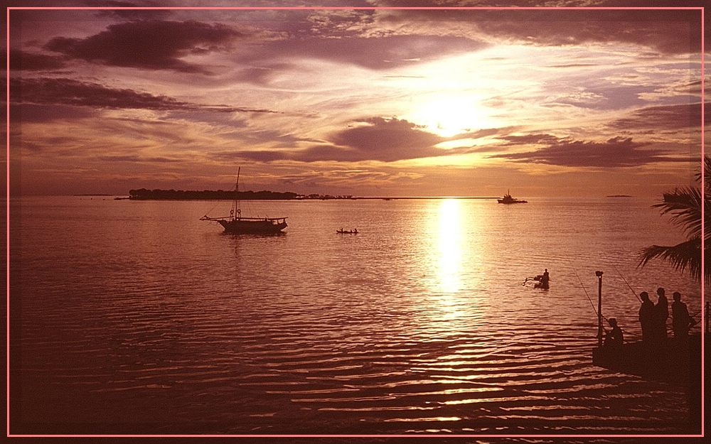 Sonnenuntergang über der Bucht von Ujungpandang (Makassar)