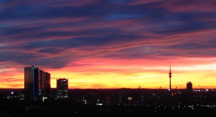 Sonnenuntergang über der Großstadt