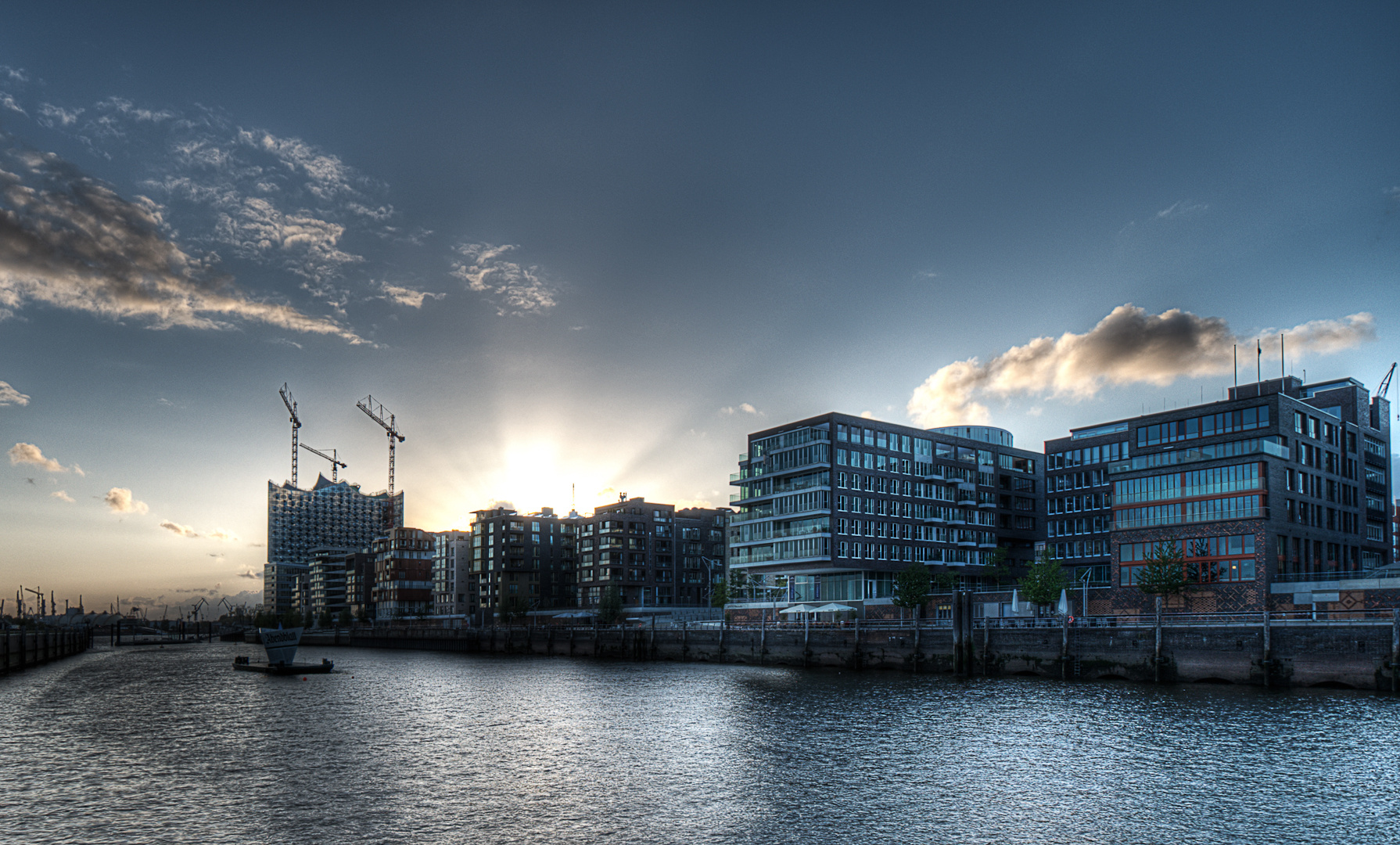 Sonnenuntergang über der Hafencity