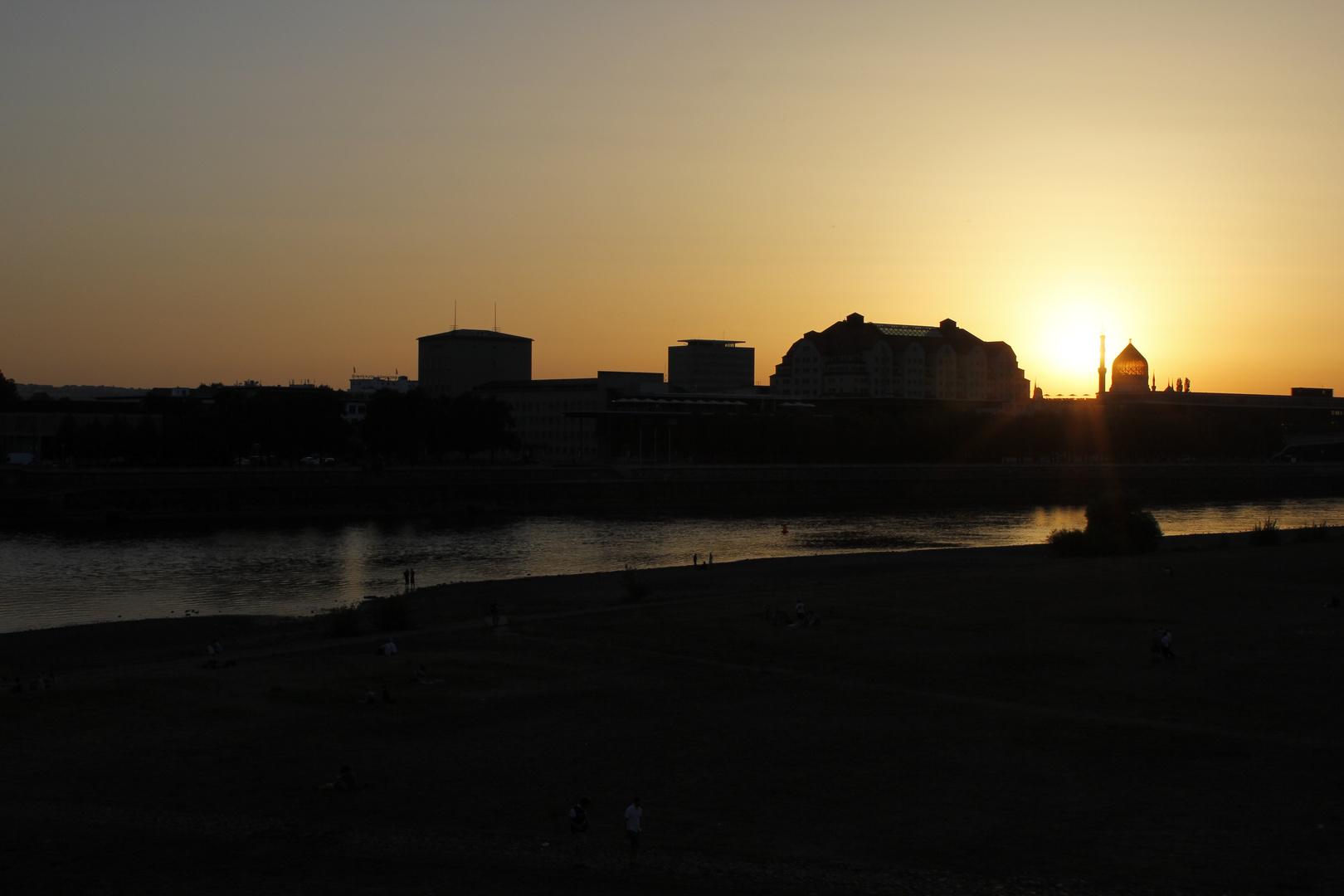 Sonnenuntergang über der Yenidze in Dresden