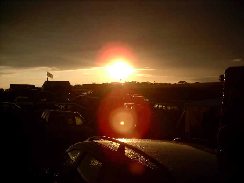 Sonnenuntergang über der Zeltstadt