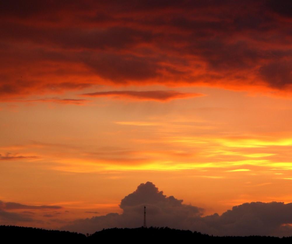 Sonnenuntergang über Hütte