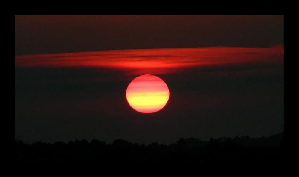 Sonnenuntergang über Kiel-Holtenau