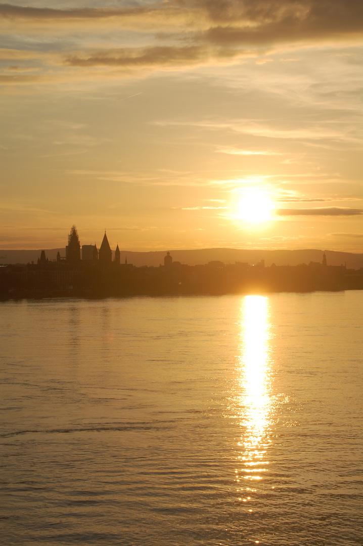 Sonnenuntergang über Mainz