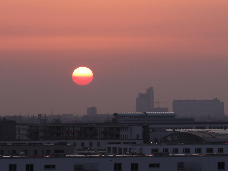 Sonnenuntergang über München (Mit Staub vom Island-Vulkan)