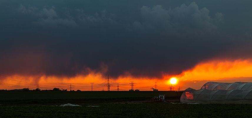 Sonnenuntergang und bevorstehendes Gewitter