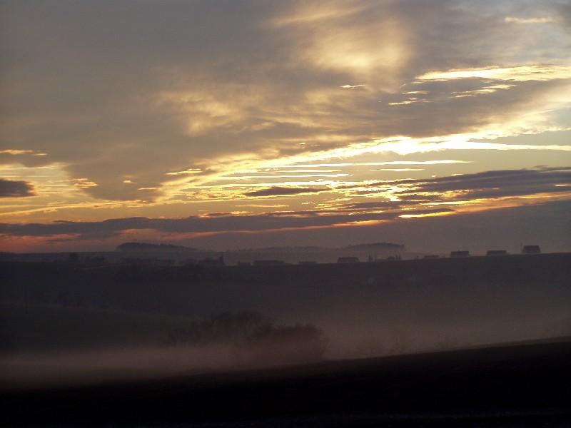 Sonnenuntergang und Nebelschwaden