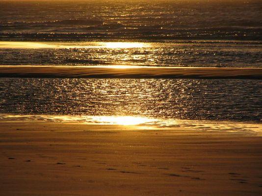 Sonnenuntergang und Sandbank in Renesse/Zeeland (NL)