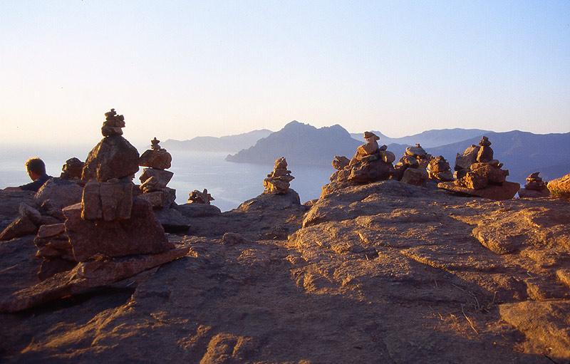 Sonnenuntergang und Steinmännchen