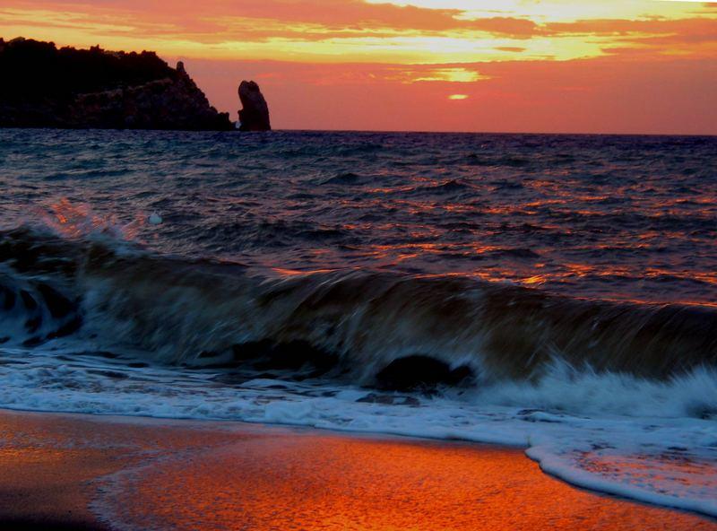 Sonnenuntergang und Welle