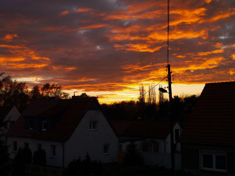 Sonnenuntergang vom Fenster aus gesehen