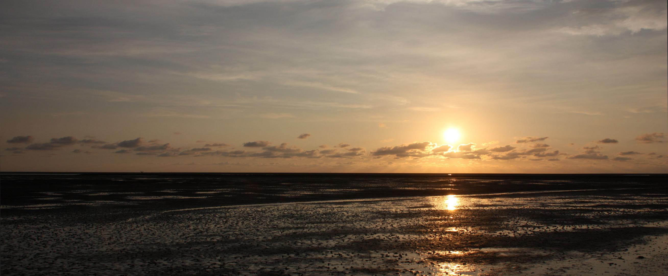 Sonnenuntergang vor Büsum II