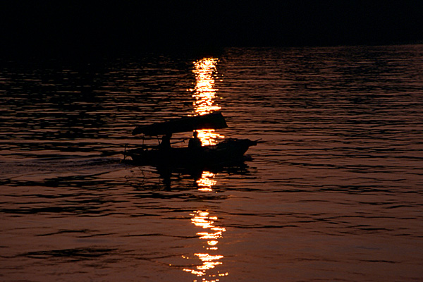 sonnenuntergang vor cat ba (halong-bucht)