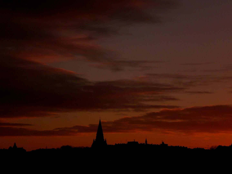 Sonnenuntergang vor der Silhouette Stockholms