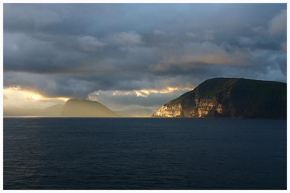 ... Sonnenuntergang vor Island ....
