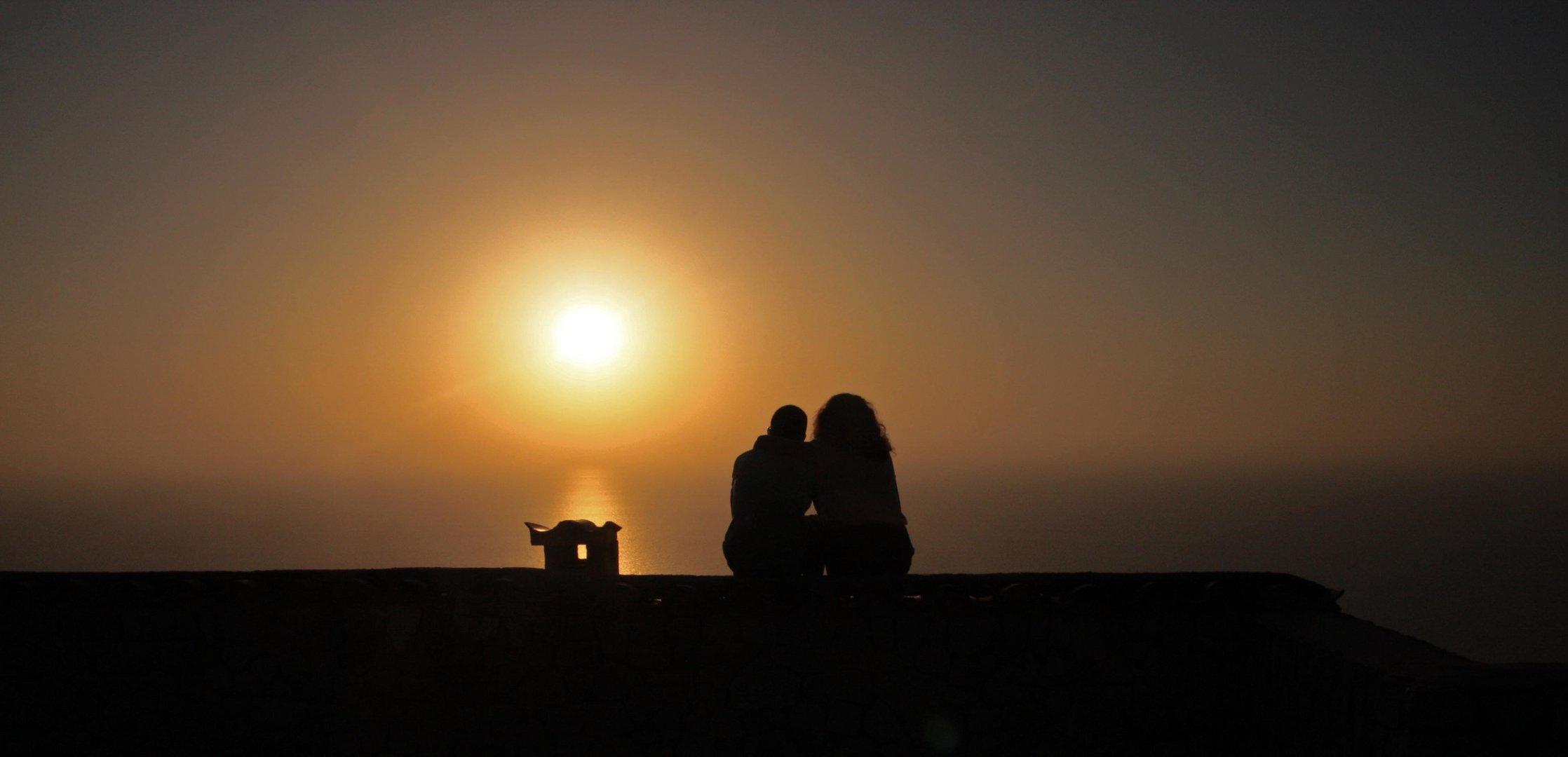 Sonnenuntergang zu zweit geniessen