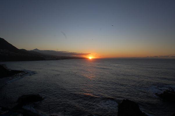 SOnnenuntergang3 Im Hintergrund links der Teide
