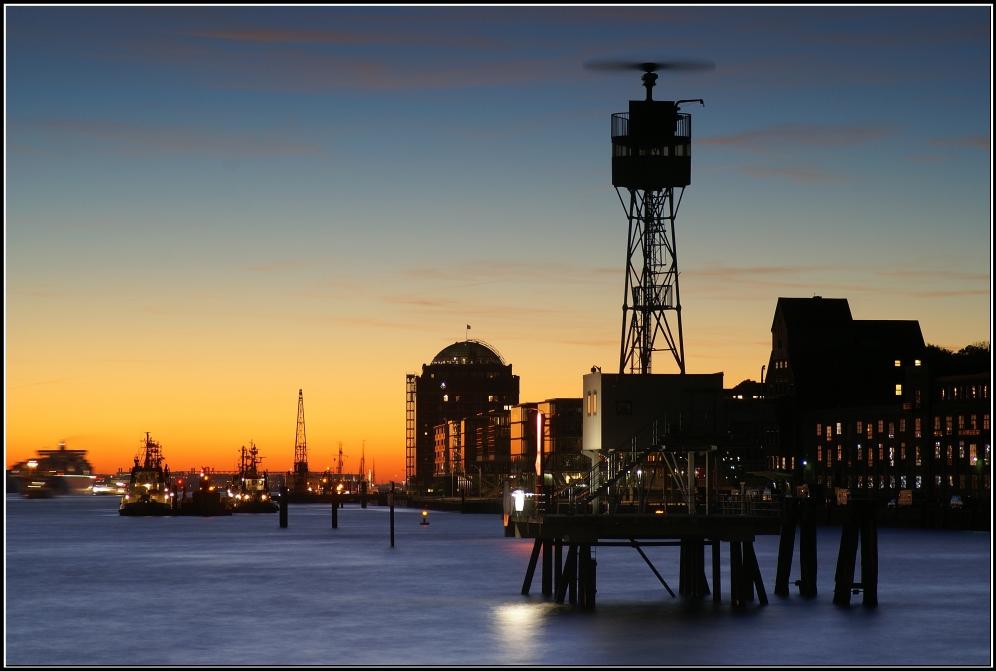 Sonnenuntergangsausblick vom Dockland nach Övelgönne
