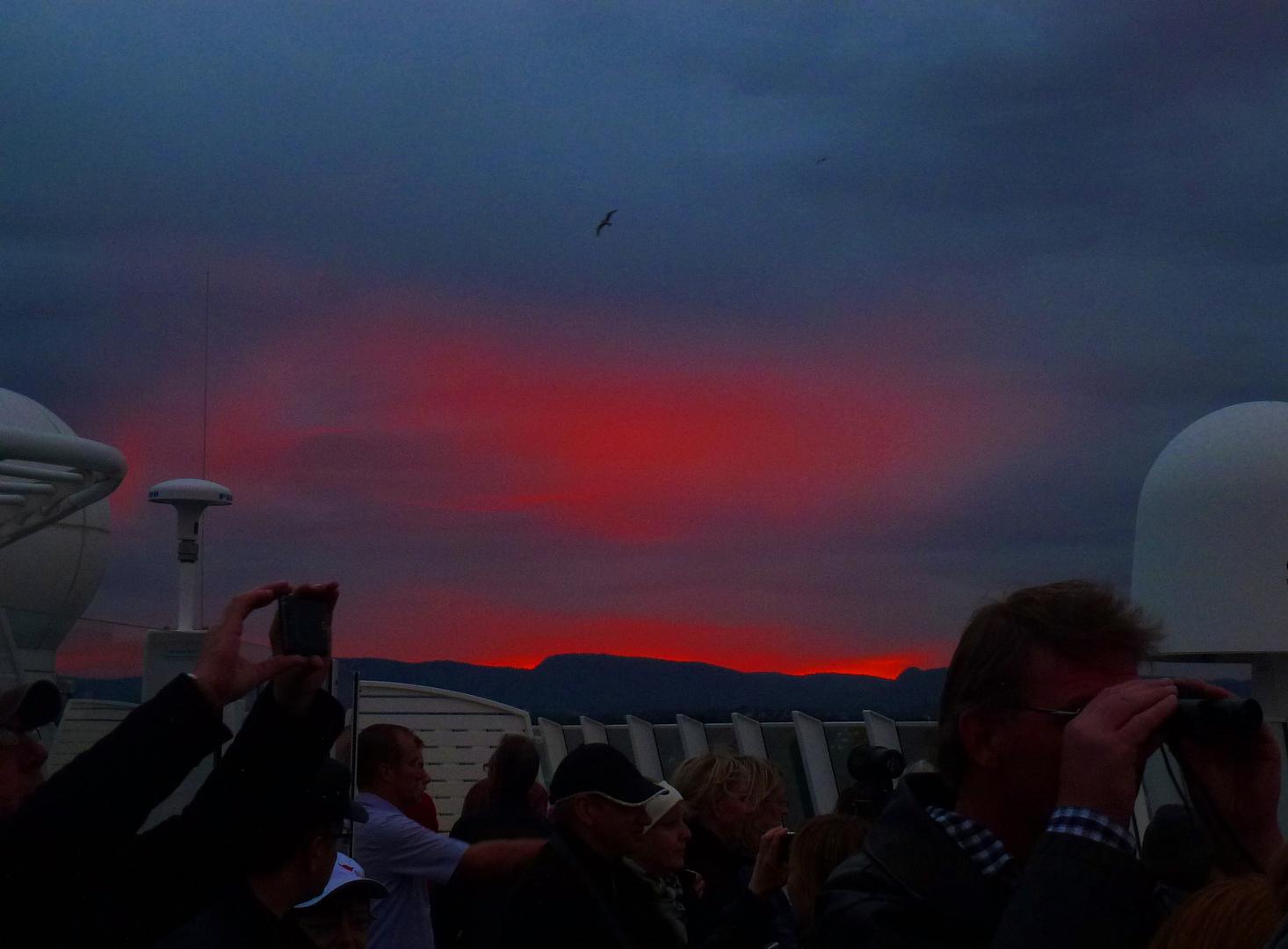 Sonnenuntergangshimmel beim Einlaufen in Oslo
