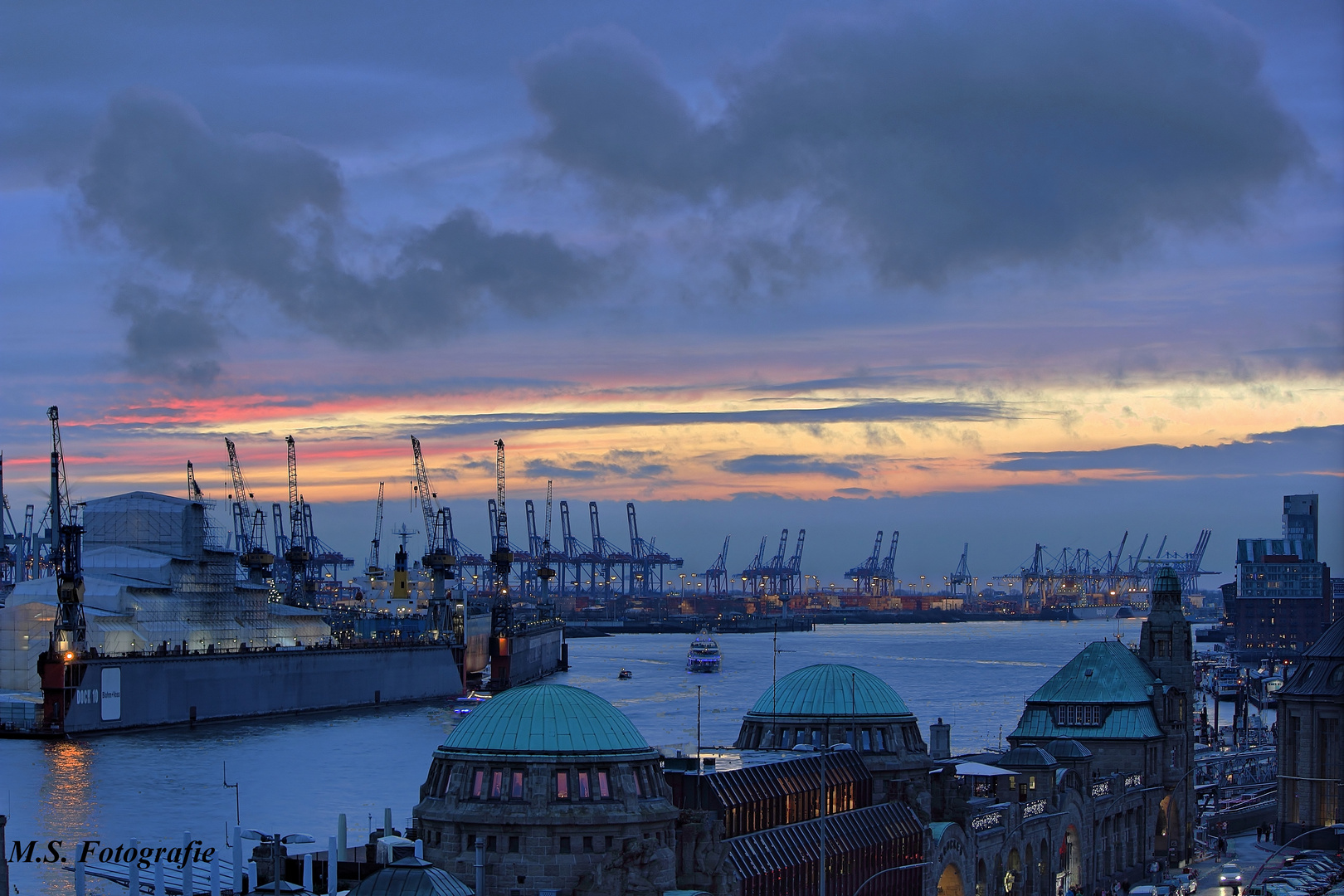 Sonnenuntrgang im HH Hafen