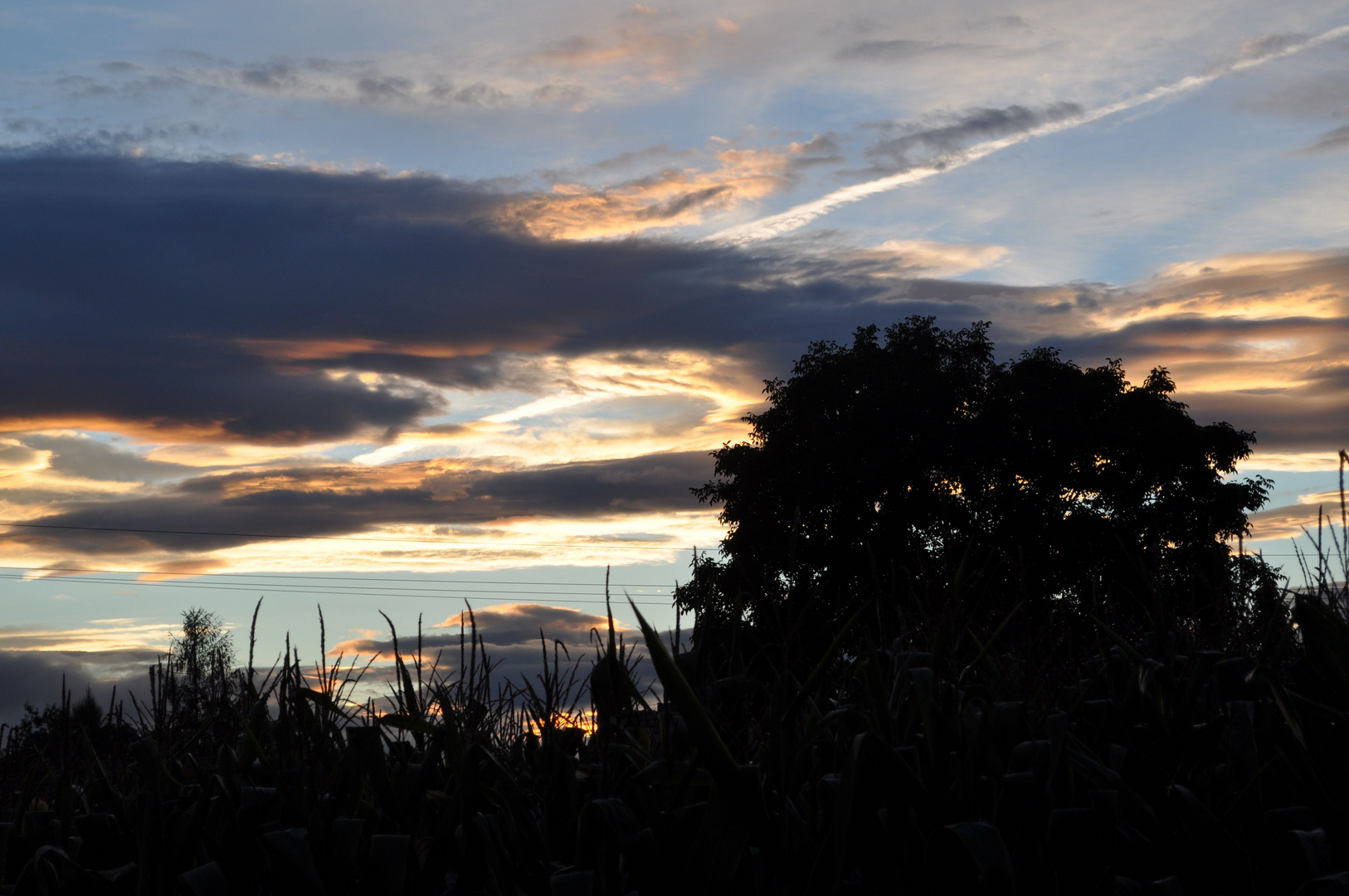 Sonnenuuntergang hinter dem Haus
