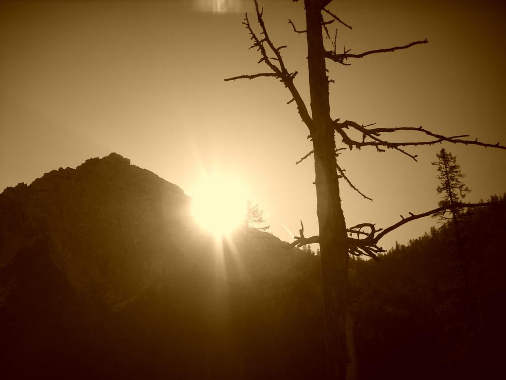 Sonnesaufgang in den Bergen