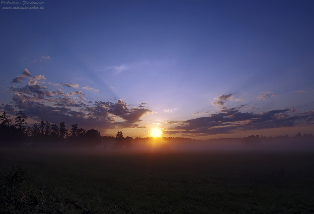Sonneuntergang nach Blitz und Donner