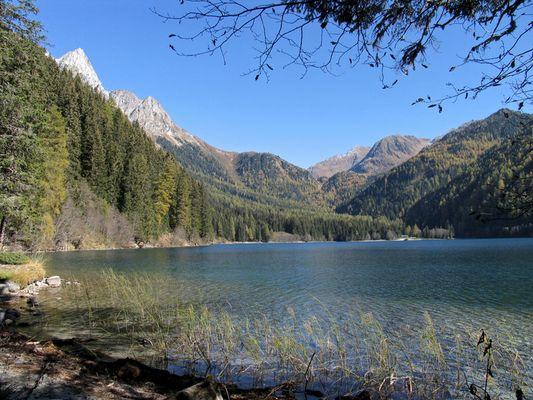 Sonniger Herbsttag am Antholzer See - Südtirol