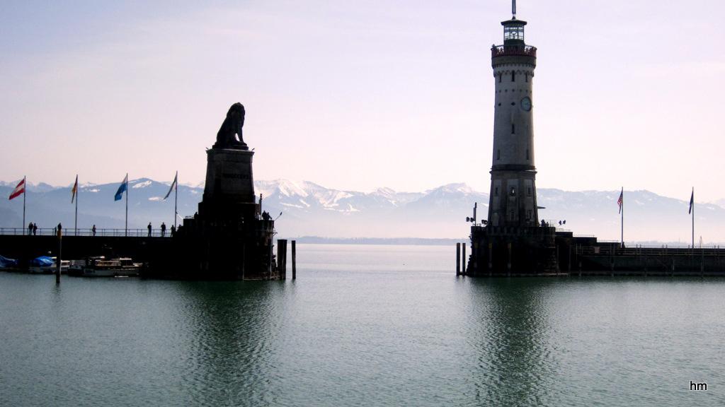 Sonntagsruhe im Lindauer Hafen am Märzende