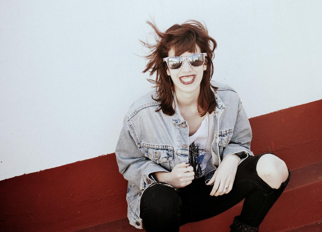 Sonríe aunque sólo sea una sonrisa triste