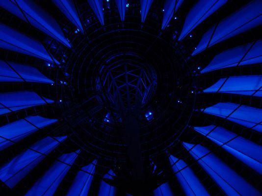 Sony Center in Blau