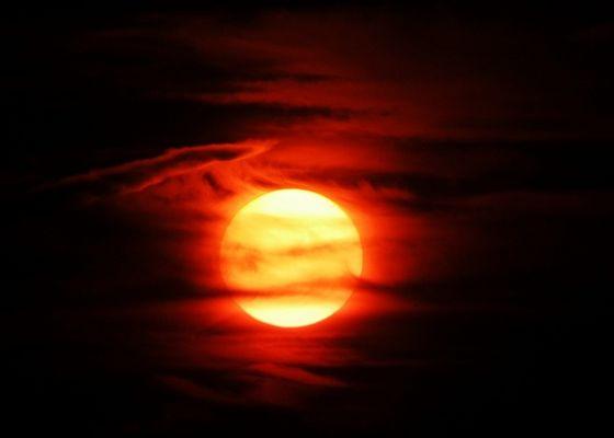 ... soon (sun or moon?) ... 2004-08-01