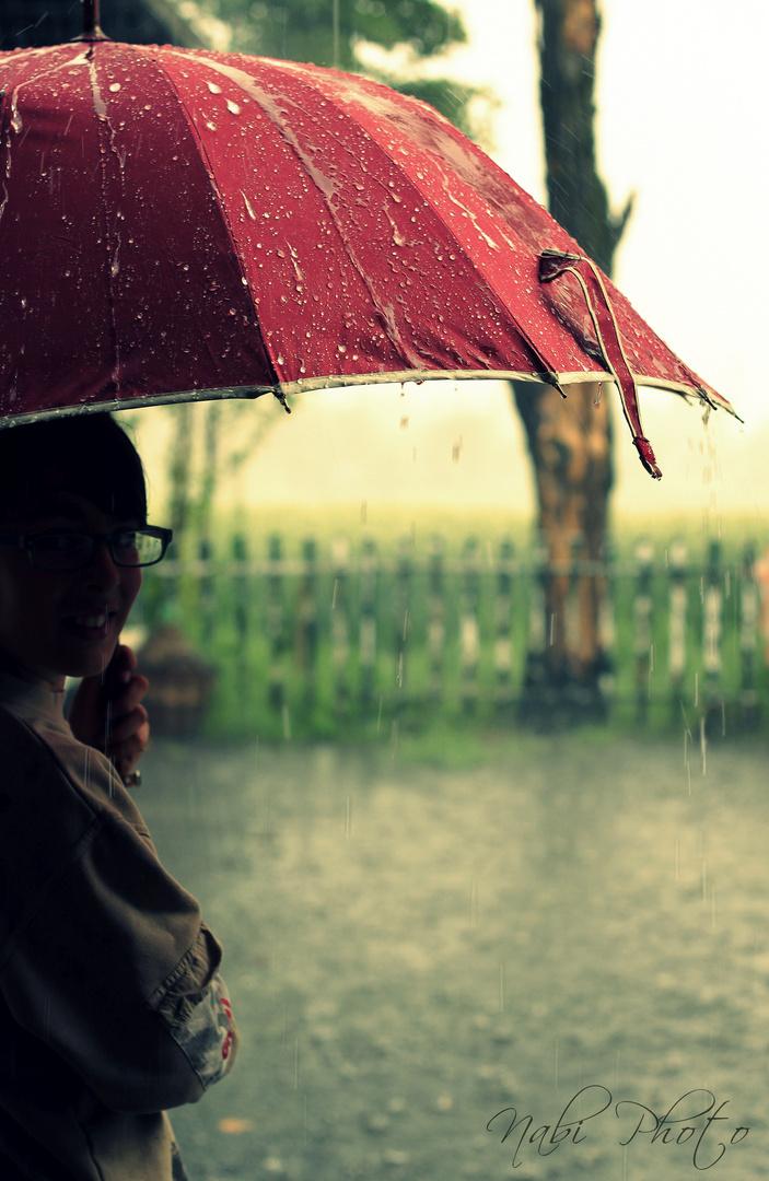 Sotto la pioggia foto immagini bambini persone foto su for Sotto la pioggia ombrelli