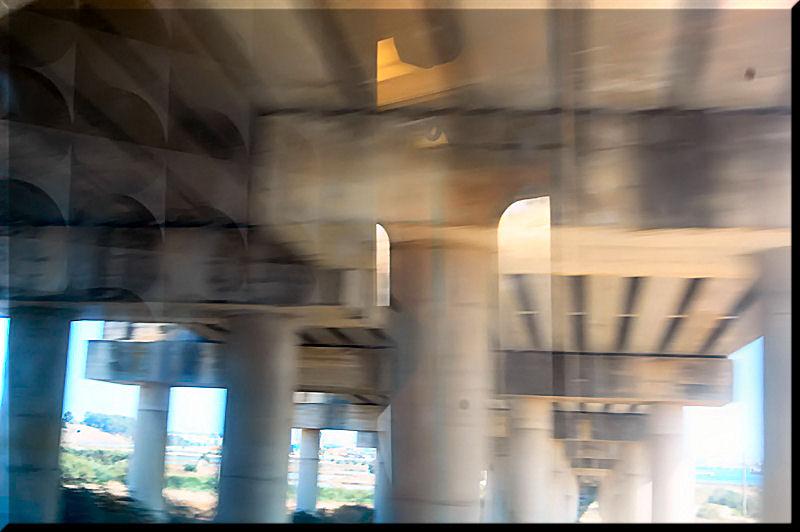 Sotto..il ponte..e i miei..pensieri in movimento