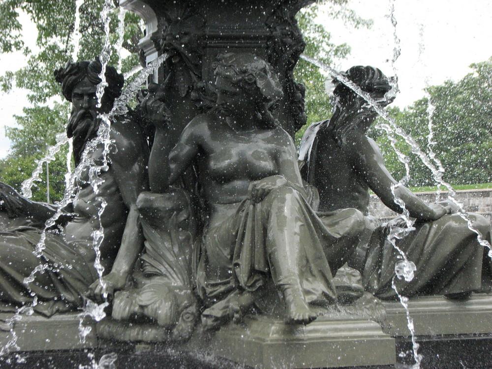 sous la fontaine