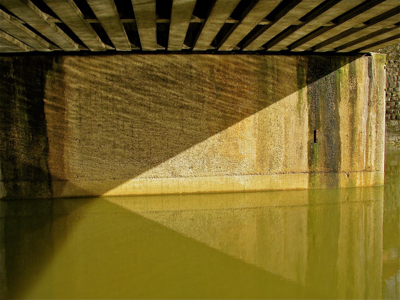 ... Sous le Pont !!!..