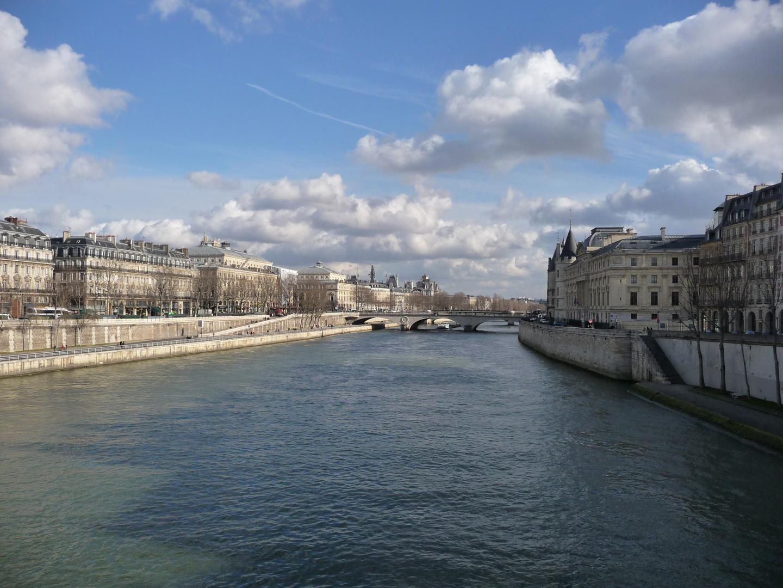 Sous le pont, la Seine...