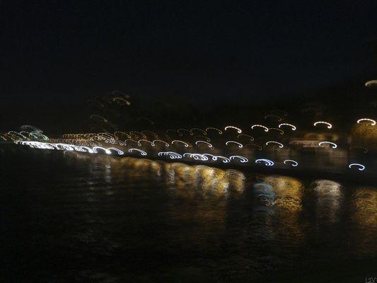Sous le pont Mirabeau...
