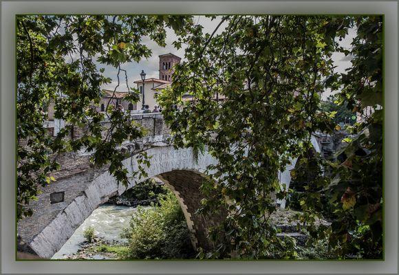 Sous les ponts de Rome coule le Tibre...... Comme sous les ponts de Paris coule la Seine !