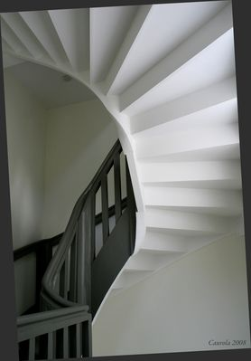 Sous l'escalier
