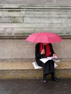 Sous un parapluie