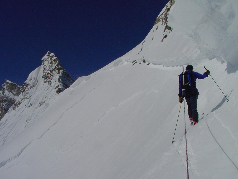 sous une belle cassure d'avalanche...