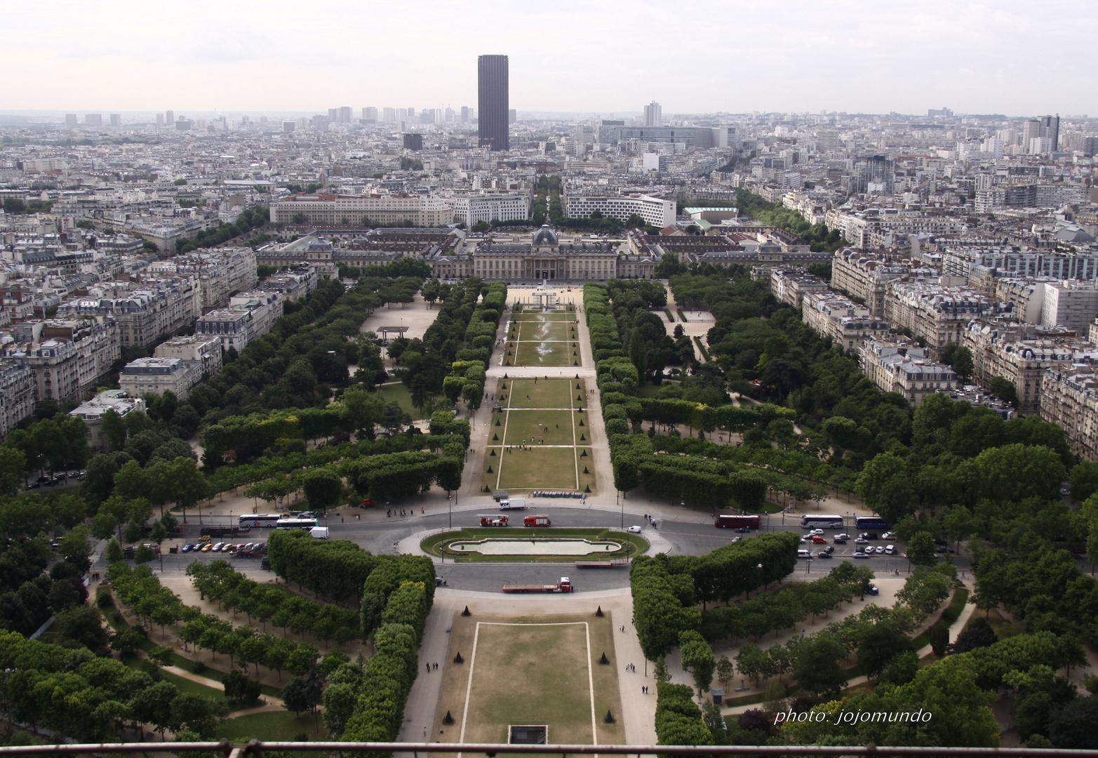 souvenirs, souvenirs! Paris la belle!