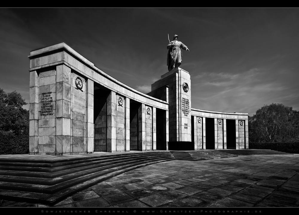 *Sowjetisches Ehrenmal - Berlin*